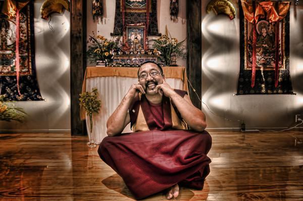 Budhist Monk Karma in Rotorua to create a Mandella.