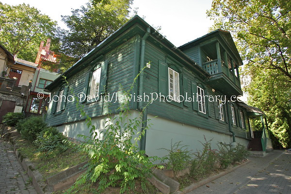 LITHUANIA, Vilnius. Green House, The Vilna Gaon Jewish State Museum (Pamenkalnio Street 12) . (9.2011)