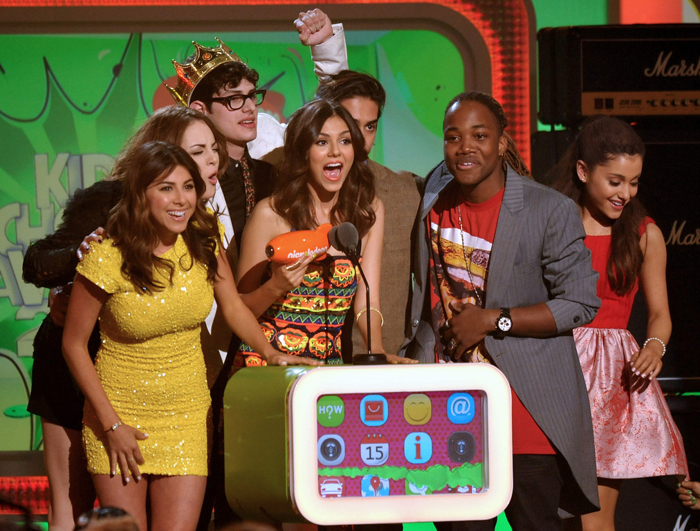 ". Victoria Justice, center, and the cast of ""Victorious\"" accept the award for favorite TV show at the 26th annual Nickelodeon\'s Kids\' Choice Awards on Saturday, March 23, 2013, in Los Angeles. (Photo by John Shearer/Invision/AP)"