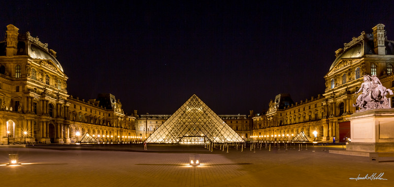 Quiet and serene at the Louvre