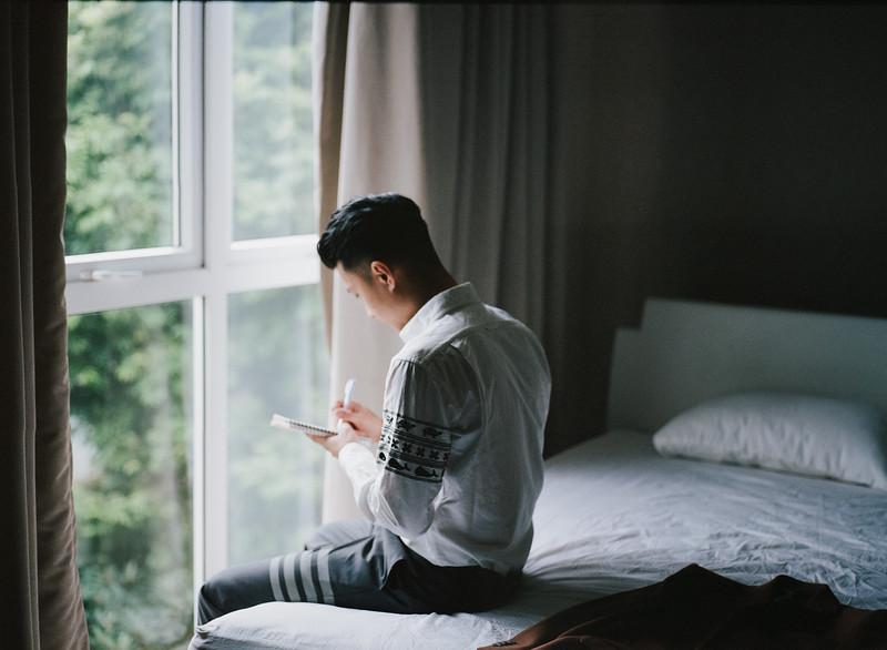 Tu-Nguyen-Destination-Wedding-Photography-Elopement-Vietnam-Pali-Louis-w-11b.jpg