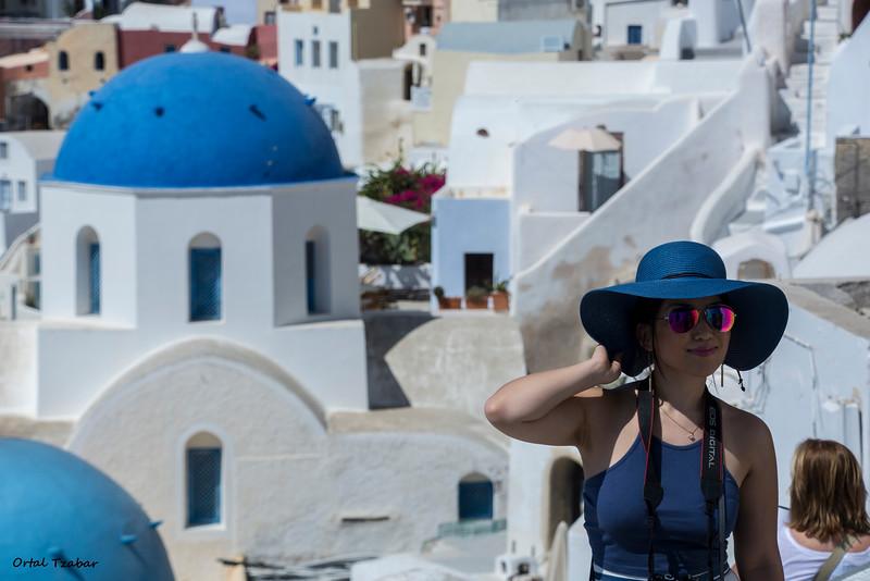 אשה בכובע כחול.jpg
