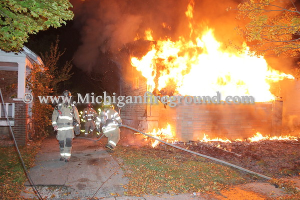 10/30/16 - Flint house fire, Bishop near Martin L King