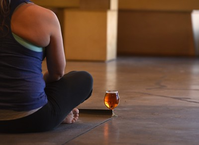 Bend & Brew : The Yoga Mat @ Unsung Brewery (March 4, 2018)
