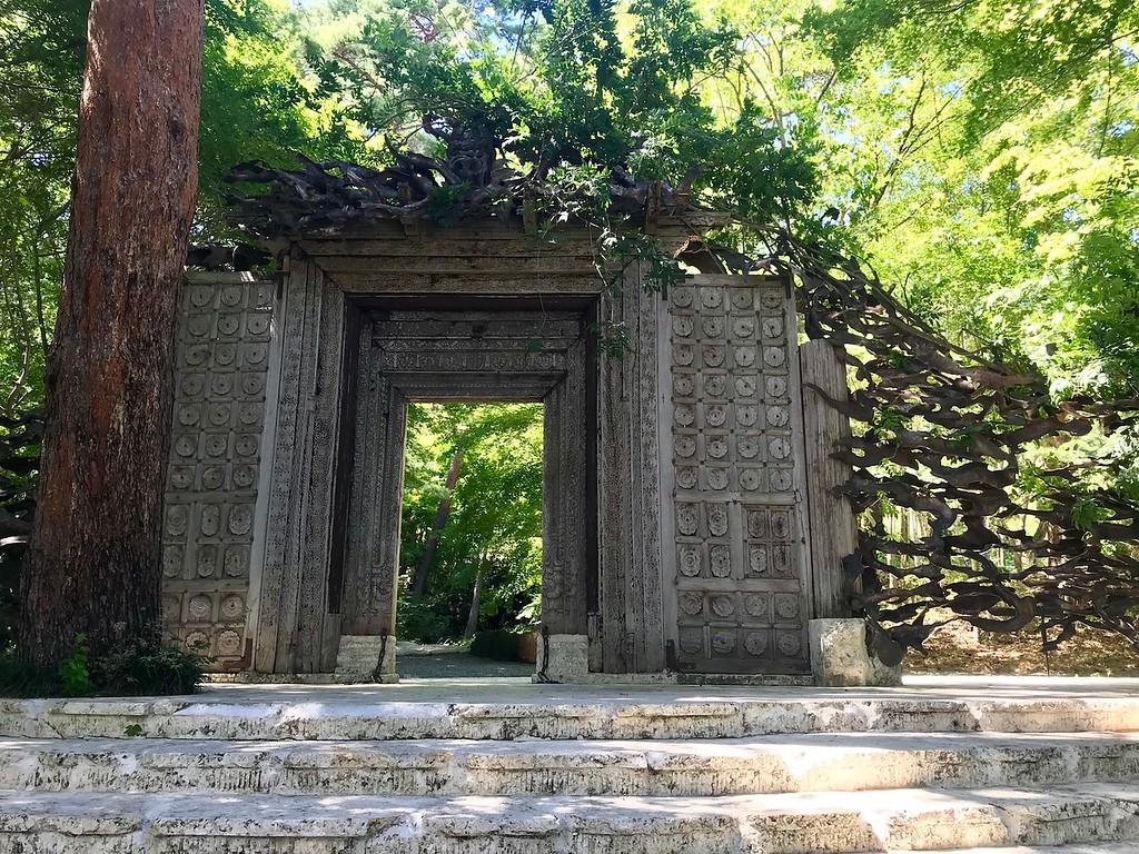 The entrance to the Itchiku Kubota Art Museum.