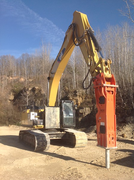 NPK GH15 hydraulic hammer on Cat 336EL excavator - making rip rap (1).JPG