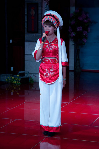 MC for the 3-course tea performance.  The Bai ethnic group is predominant in Dali.