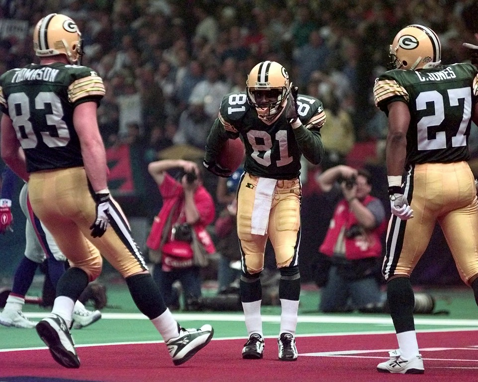 . Green Bay Packers\' Desmond Howard (81) dances after making a touchdown in the third quarter of Super Bowl XXXI Sunday, Jan. 26, 1997 at the Superdome in New Orleans. The Packers beat the New England Patriots 35-21 and Howard was named most valuable player. Teammates Jeff Thomasion (83) and Calvin Jones (27) look on. (AP Photo/Elise Amendola)