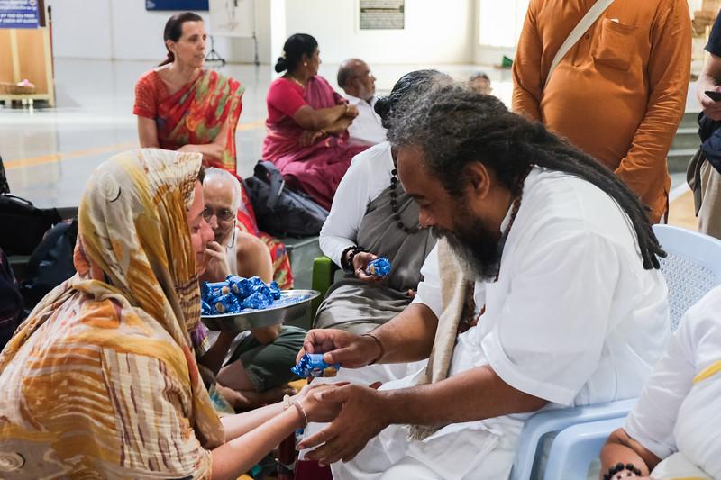 20200129_EV_IN_TIRU_YogiRamSuratKumarAshram_VisitingMaDevaki_Darshan_Janaki_095.jpg