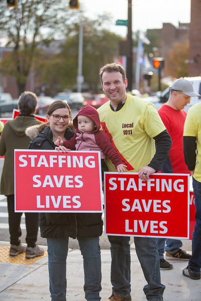 11-4-2019 Staffing Picket (76).jpg