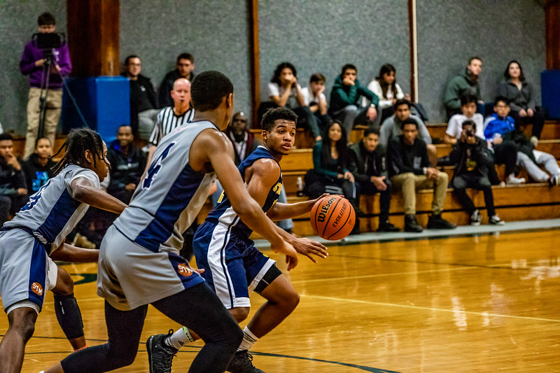18_BBball_st-thomas-18-2.jpg