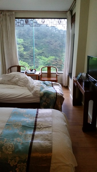 1020 RMB for a twin bed room at the Baiyun Hotel - a convenient 500 feet below the summit.