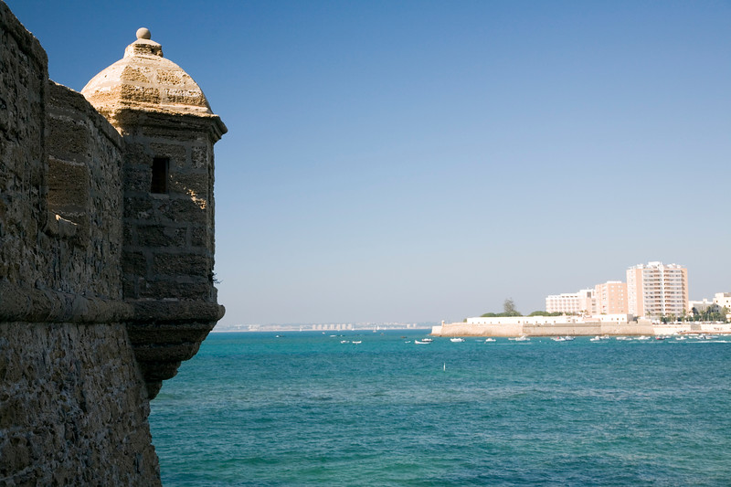 San Sebastian castle in located on an island in front of Santa Catalina castle, over La Caleta cove. It is united to the mainland through a seafront wich is used nowadays by Cadiz people for bathing, swimming and diving on the sea.