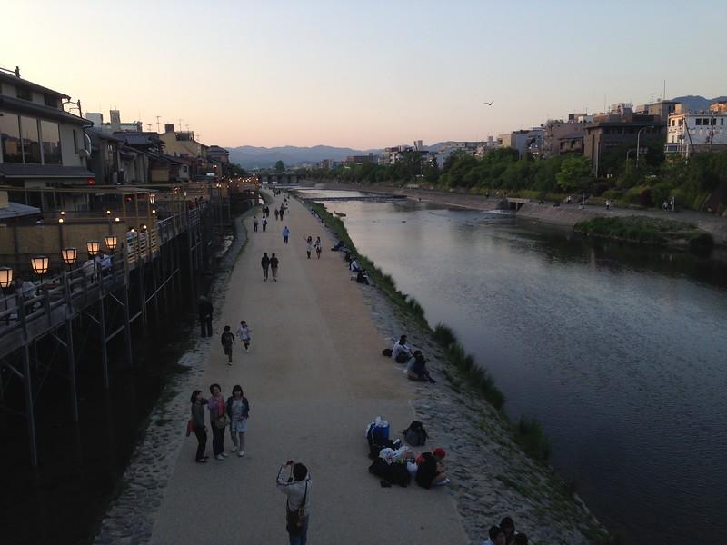 Kyoto evening - Leslie Rowley S95