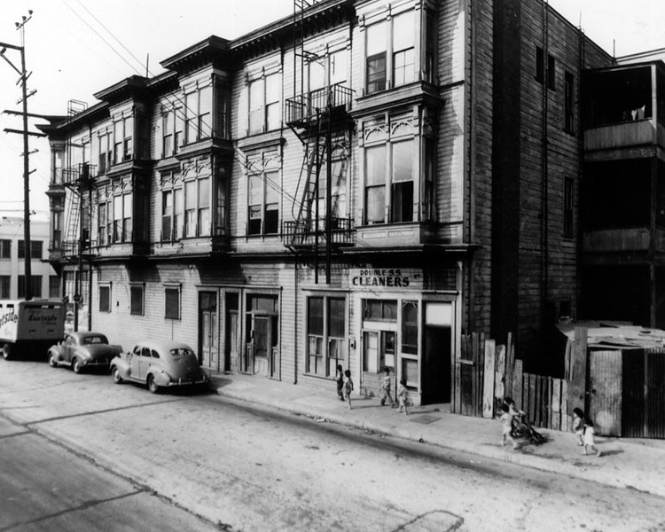 1952, Building on Elmyra Street