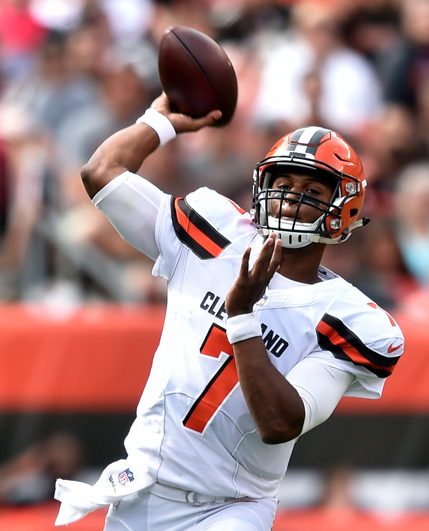 . Cleveland Browns quarterback DeShone Kizer passes against the New York Jets during the first half of an NFL football game, Sunday, Oct. 8, 2017, in Cleveland. (AP Photo/David Richard)