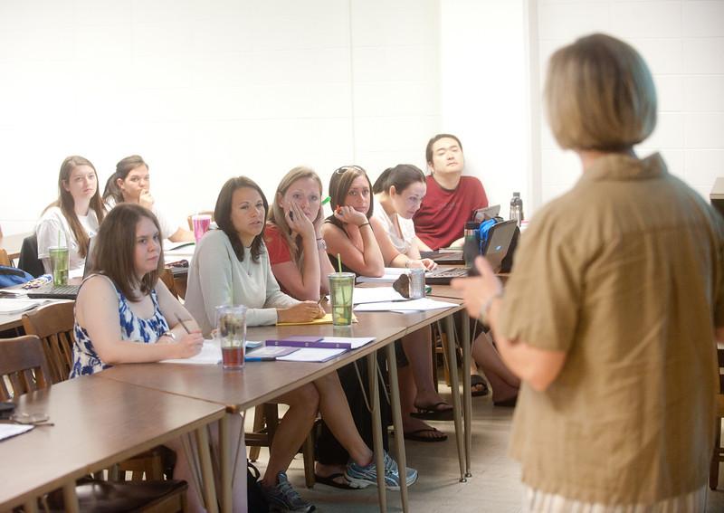 05_31_11_nursing_classroom-4046.jpg