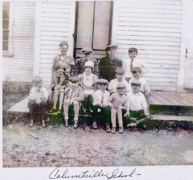 1920sor 30s kids on porch 2.jpeg