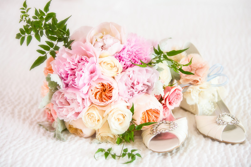 flowers and shoes_V0A9773.jpg