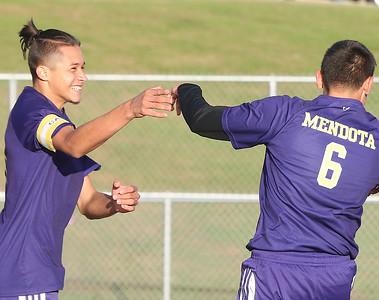 Class 1A Mendota Soccer Regional : Mendota vs Riverdale