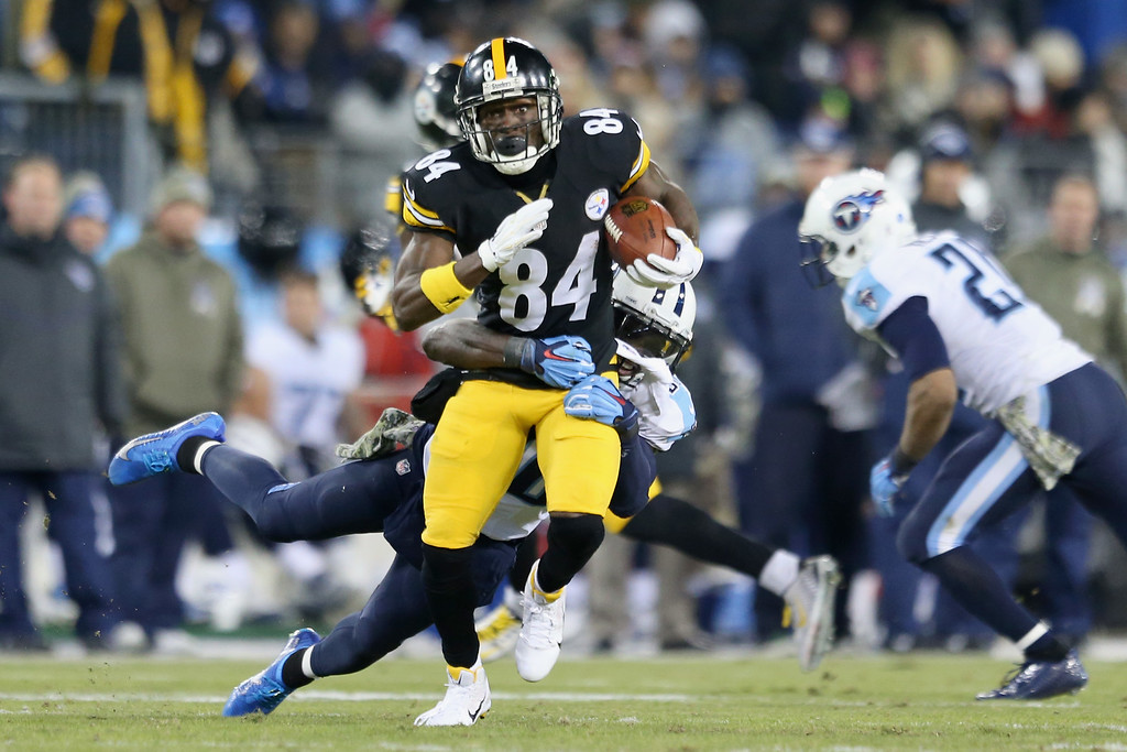 . NASHVILLE, TN - NOVEMBER 17:   Antonio Brown #84 of the Pittsburgh Steelers runs the ball against the Tennessee Titans in the second quarter at LP Field on November 17, 2014 in Nashville, Tennessee.  (Photo by Andy Lyons/Getty Images)