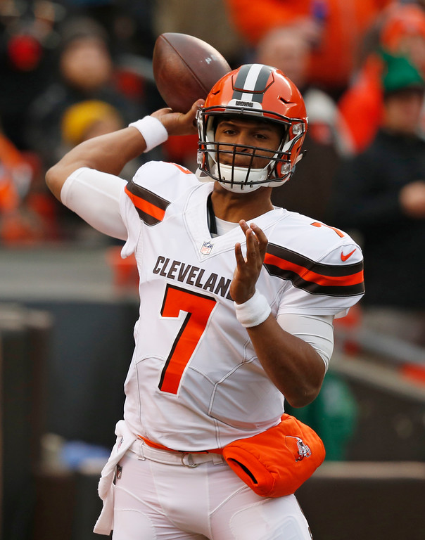 . Cleveland Browns quarterback DeShone Kizer passes during the first half of an NFL football game against the Baltimore Ravens, Sunday, Dec. 17, 2017, in Cleveland. (AP Photo/Ron Schwane)