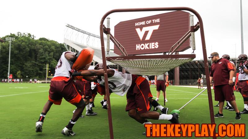 The defensive line unit goes through low blocking drills. (Mark Umansky/TheKeyPlay.com)