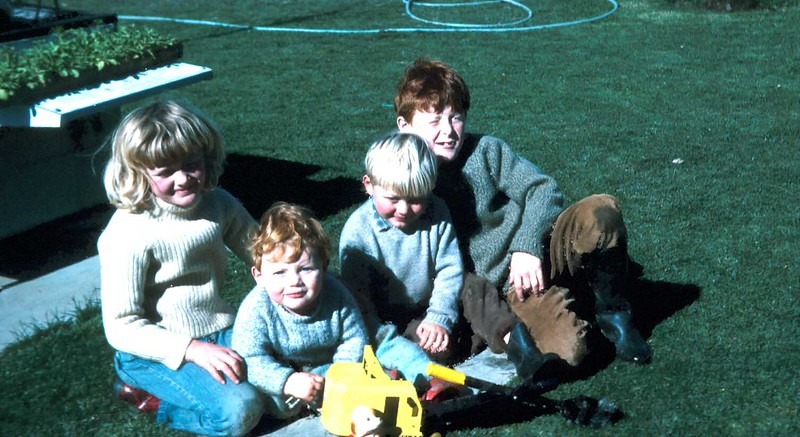 1972-8-13 (6) Susan 7 yrs 1 mth, Allen 15 mths, Andrew 3 years & David 8 yrs 8 mths with Andrew's presents.jpg