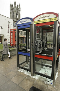06W7N23 (W) Telephones