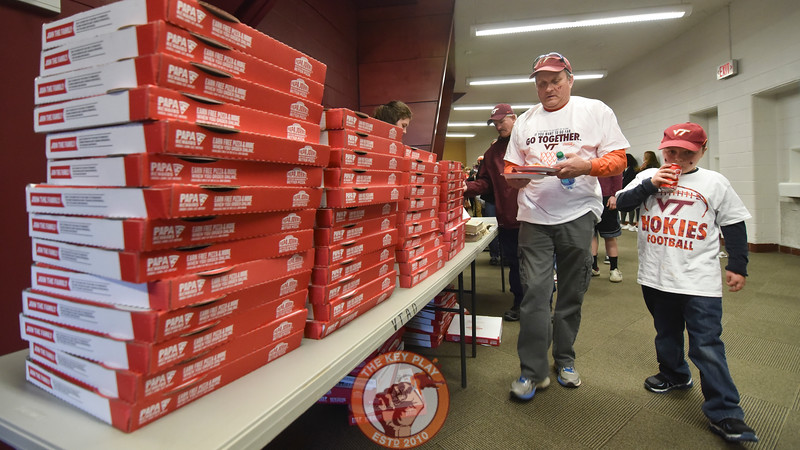 Two Hokie fans get their hands on free Papa Johns pizzaa and Coca-Cola. (Michael Shroyer/TheKeyPlay.com)