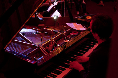2010.11.08 : Hauschka live at Bush Hall