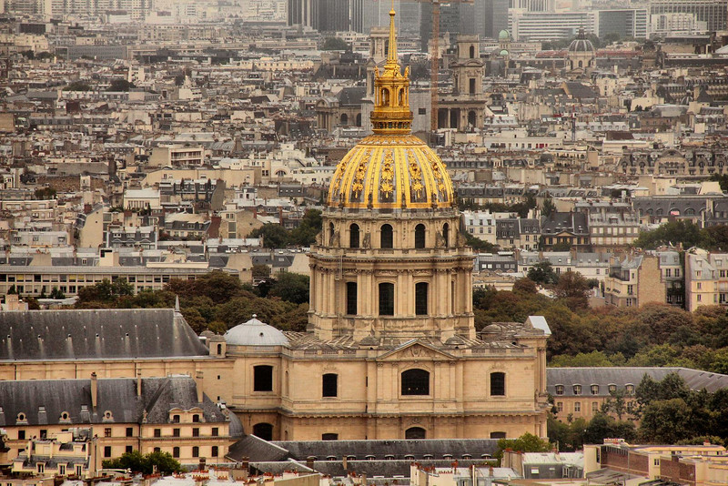Hotel les Invalides. This telephoto shot from the Eiffel Tower makes it look like the main building is tightly crammed in between other buildings, but look at the next photo to see how wide open the space around it really is.