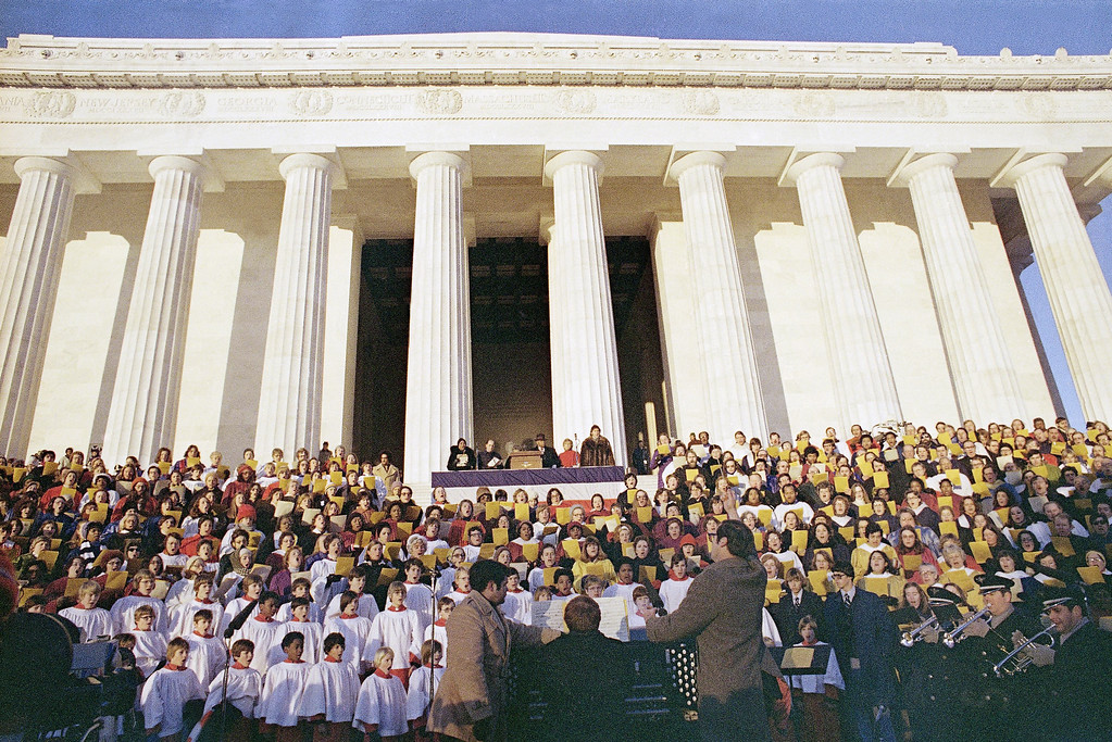. Crowd on President Jimmy Carter\'s inaugural day at the Lincoln Memorial in Washington, Jan. 20, 1977. (AP Photo/Jeff Taylor)