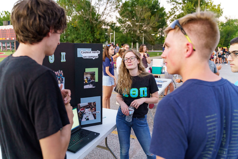 RHIT_Freshman_Move_In_2018_Student_Activities_Fair-2083.jpg