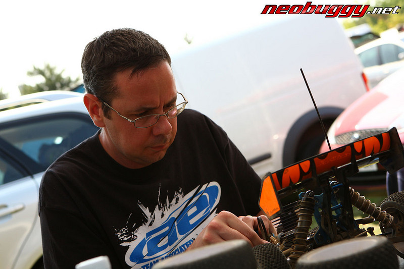 Lee Martin's mechanic Jon Dell prepping the car Rd 3 BRCA Nationals