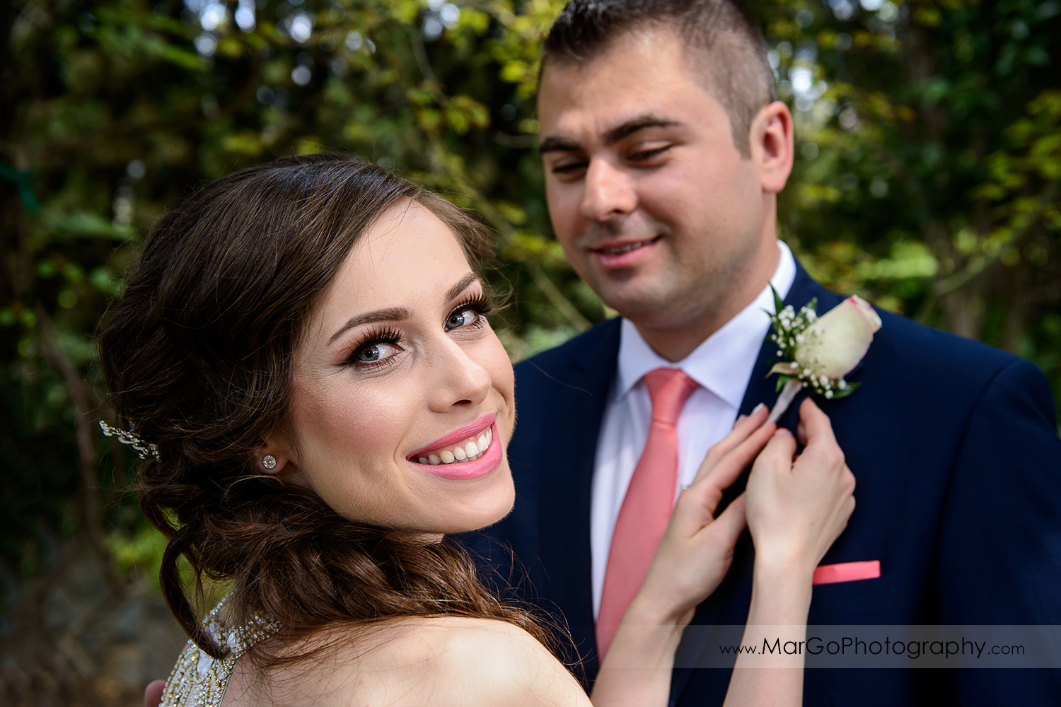 bride afixing groom's boutonniere at Saratoga Foothill Club
