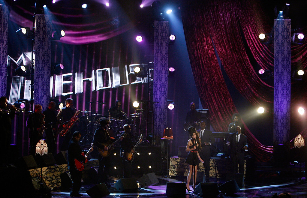 ". UNIVERSAL CITY, CA - JUNE 03:  Singer Amy Winehouse performs ""Rehab\"" onstage during the 2007 MTV Movie Awards held at the Gibson Amphitheatre on June 3, 2007 in Universal City, California.  (Photo by Kevin Winter/Getty Images)"