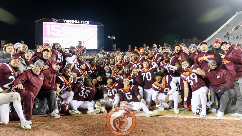 The Hokies and coaches pose for a team photograph on the field after the game. (Mark Umansky/TheKeyPlay.com)