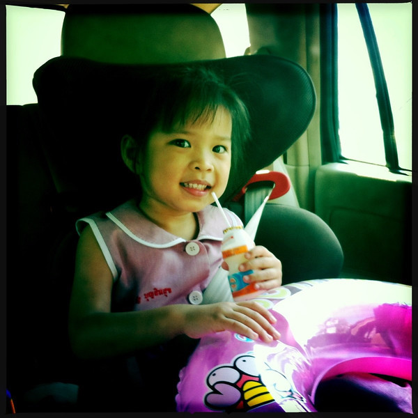 The happy face of a little girl going to the beach.