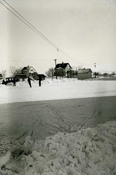 JA076.  Kids ice skating – Arthur‡ - 1939‡ .jpg