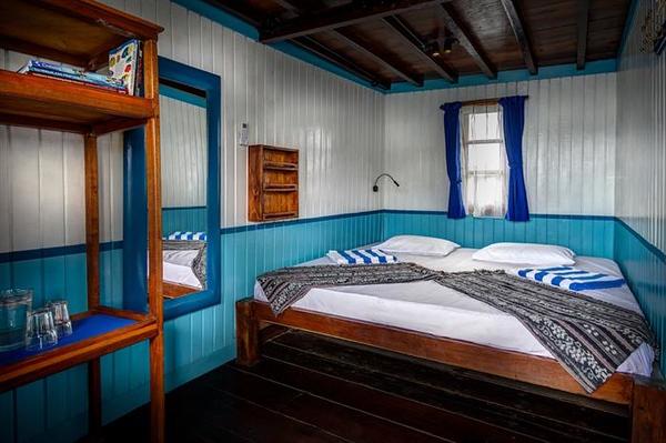 deluxe_cabin.jpg