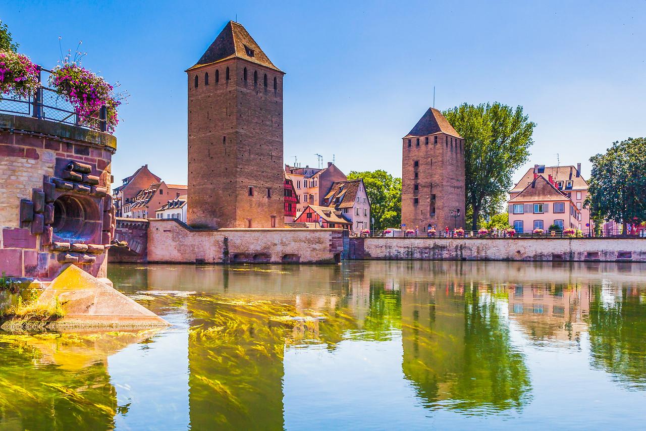 法国斯特拉斯堡(Strasbourg),河边市容
