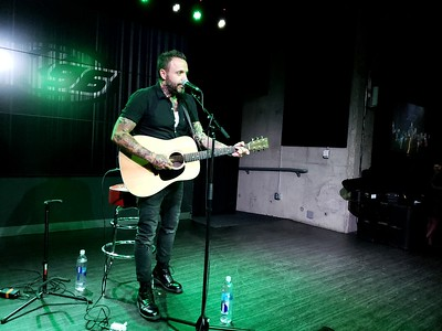 Justin of Blue October Acousick  :