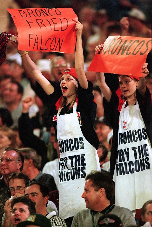 . Denver Broncos fans cheer at Super Bowl XXXIII  at Pro Player Stadium.   (Craig F. Walker/The Denver Post)