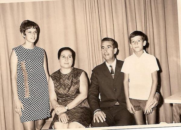 Familia Correia de Oliveira: Melita, D. Celina, Armando Correia de Oliveira e Mandinho