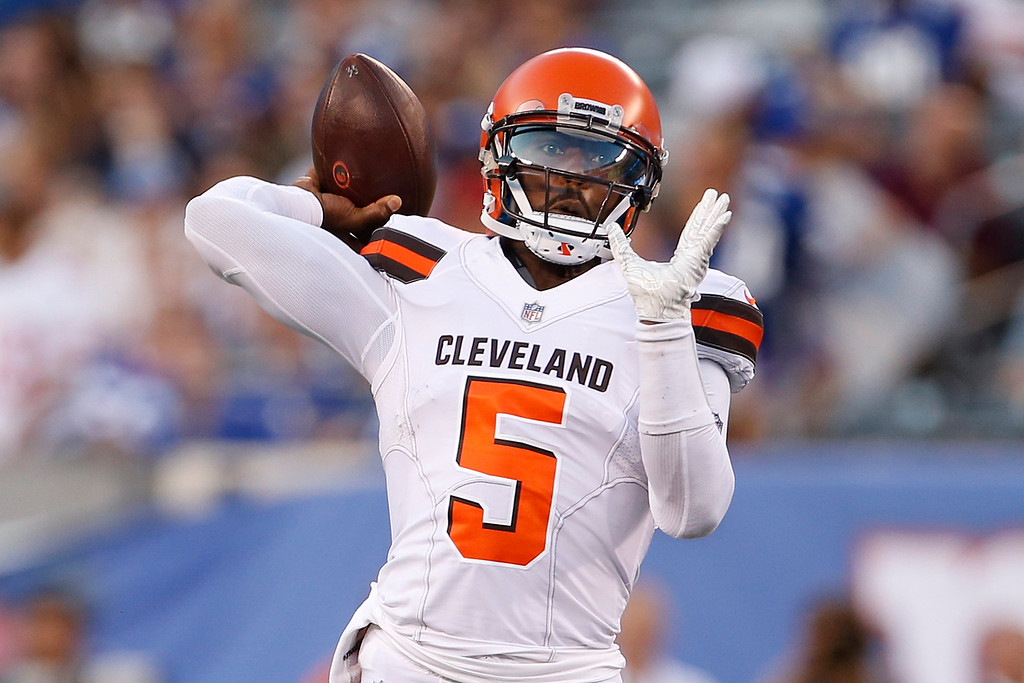 . Cleveland Browns quarterback Tyrod Taylor (5) throws a pass during the first half of a preseason NFL football game against the New York Giants, Thursday, Aug. 9, 2018, in East Rutherford, N.J. (AP Photo/Adam Hunger)