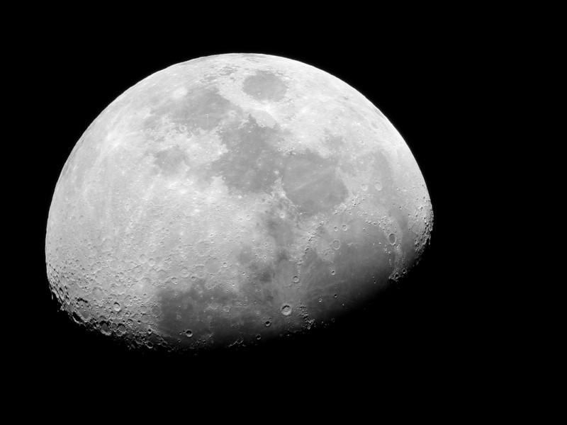 Moon 4-04-09 Nikon 990 Edmund 4 inch F-15 telescope