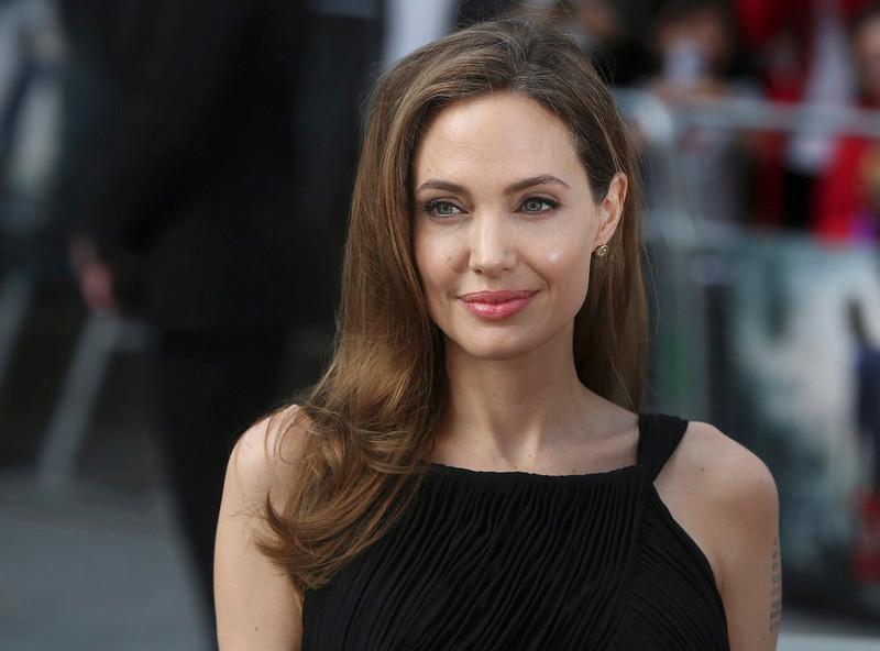 . Angelina Jolie arrives for the world premiere of her husband Brad Pitt\'s film World War Z in London June 2, 2013.   REUTERS/Neil Hall