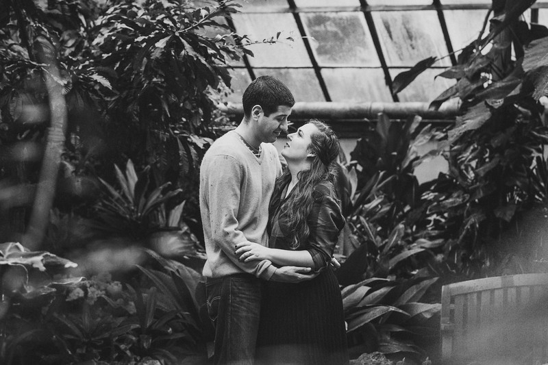 Lincoln-Park-Conservatory-Engagement-Session-27.jpg