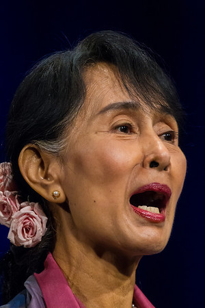 Aung San Suu Kyi Receives US Congressional Gold Medal